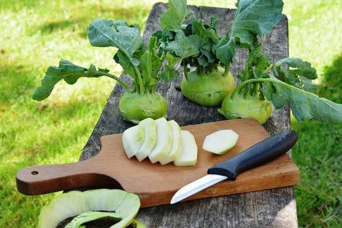 Рецепт салата из кольраби на зиму