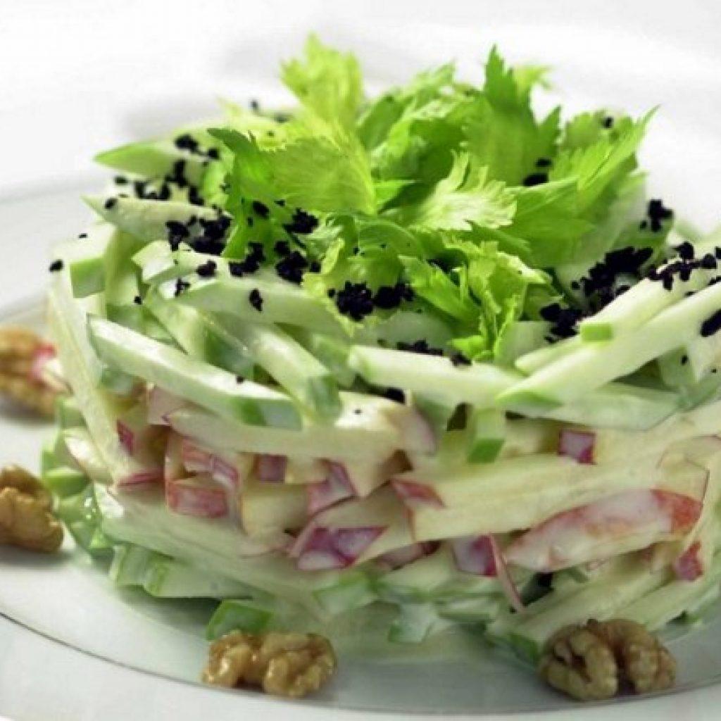 салат с курицей и сельдереем рецепт